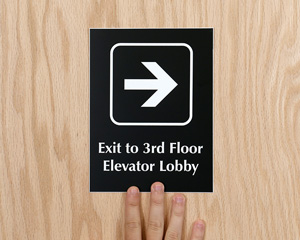 Add own color and picto engraved door sign